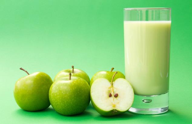 Apfel-Quark-Shake mit Haferflocken
