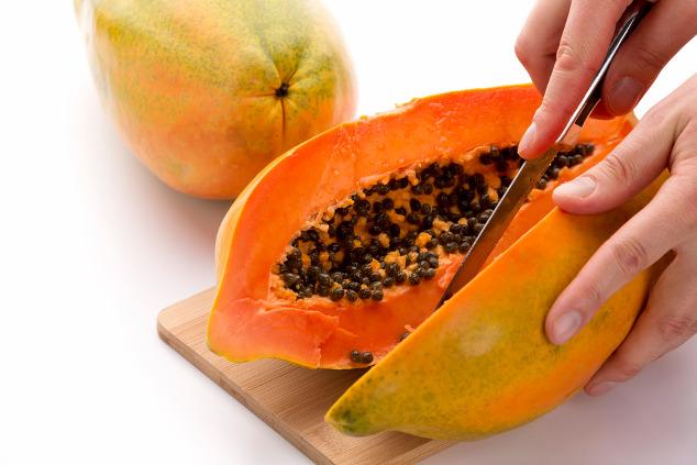 Papaya halbieren