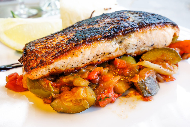 gebratener lachs mit zucchini tomaten gem se low carb. Black Bedroom Furniture Sets. Home Design Ideas