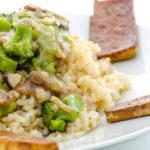 Reis-Gemüse-Pfanne mit gebratenem Tofu