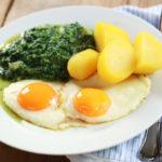 Spinat mit Kartoffeln & Spiegelei: Der Klassiker!