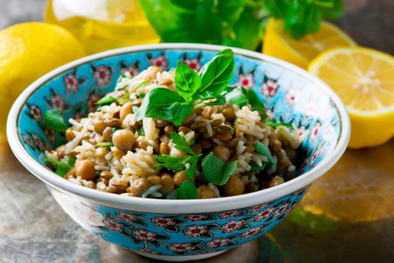 Mediterraner Kichererbsen-Linsen-Reis-Salat