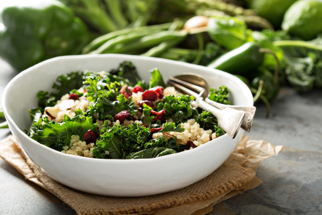 Grünkohl-Quinoa-Salat mit Cranberrys